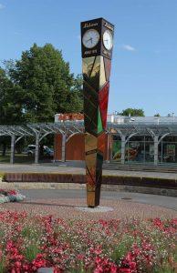 Laima-Uhr auf dem Bahnhofsplatz in Sigulda