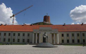 Vor dem Gediminashügel: Litauens Nationalmuseum