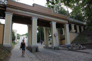 Die Inschrift an der Engelsbrücke entdecken wir beim Verlassen des Domberges