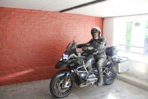 Mit frischer Inspektion und neuen Reifen ist die BMW gut vorbereitet für die Transafrika-Tour
